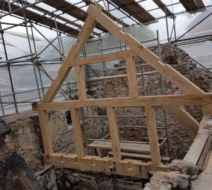 Queen Roof Truss in Douglas Fir Timber